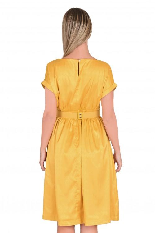 فستان نسائي لون ذهبي