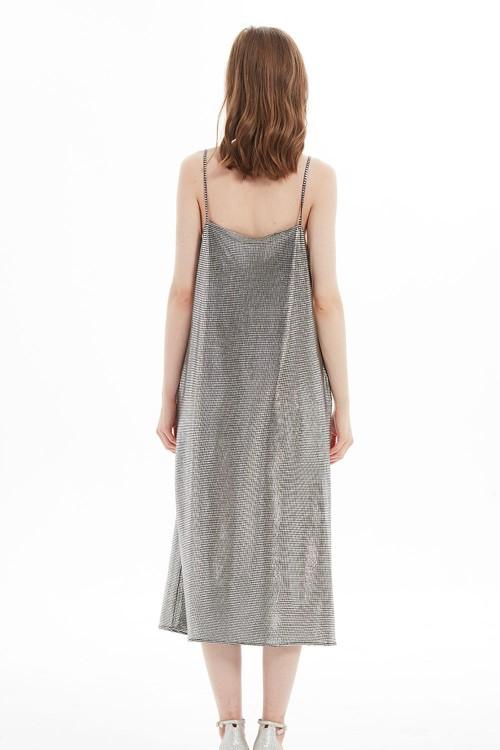 فستان نسائي لون فضي