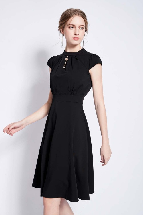 فستان نسائي قصير اسود بدون اكمام