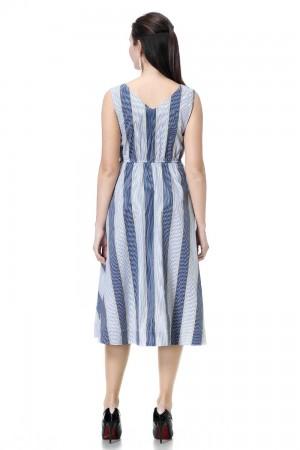 فستان نسائي لون ازرق وابيض