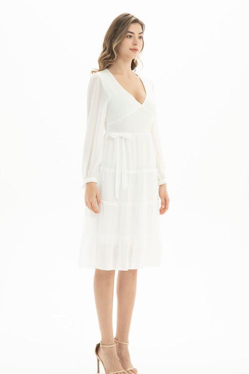 فستان نسائي بلون ابيض مطفي